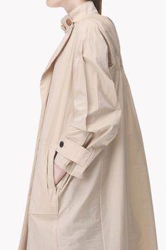 Raincoats For Women April Showers Workwear Fashion, Fashion Outfits, Stylish Winter Outfits, Iranian Women Fashion, Mode Mantel, Rain Jacket Women, Fashion Details, Fashion Design, Winter Stil