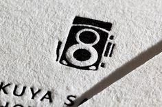 両面印刷の名刺を活版印刷でIKUYA SASAKI PHOTOGRAPHY様より請け賜りました。羊毛紙の紙質を...