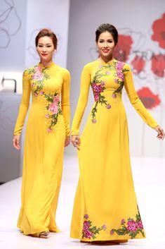 Hand Embroidery Dress, Kurti Embroidery Design, Ao Dai, Indian Designer Outfits, Designer Dresses, Stylish Dresses, Women's Fashion Dresses, Eastern Dresses, Vietnamese Dress