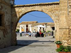 Arco - ingresso alla piazza