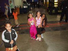 Trinity McCray-Fatu (Naomi) with her stepdaughter Jayla Fatu, her stepson Jaiden Fatu, & Roman Reigns' (Joe Anoa'i) daughter.