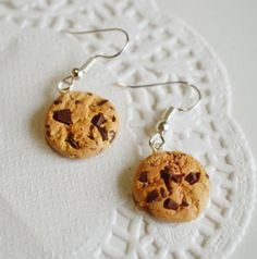 Scented Extra Chunky Chocolate Chip Cookie Earrings Food Jewelry Foodie Gift Bakers Gift Kawaii Earrings Gift Under 25 Funky Earrings, Unique Earrings, Diy Earrings, Quilling Earrings, Silver Earrings, Chunky Chocolate Chip Cookies, Crea Fimo, Gifts For A Baker, Accesorios Casual