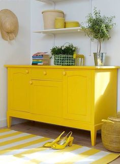 Yellow Painted Furniture, Colorful Furniture, Upcycled Furniture, Diy Furniture, Yellow Cupboards, Dark Cabinets, Sweet Home, Yellow Home Decor, Minimalist Decor