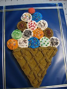 Ice Cream Cone Pullapart Cupcake Cake.Yes, the name has to be that long, don't laugh. Devil's food cupcakes, lined up ice cream cone style....decorated and there you go. The ICCPCC was born. ~ LOOKS CUTE!