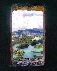 Some of my favorite moments while traveling are from just looking out the window and reflecting on everything that is taking place. Whether it be a bus windows, lighthouse window, or plane window, there is always a new perspective or appreciation that can be gained in those moments of reflection. From the beautiful #Guatape #Colombia 🇨🇴