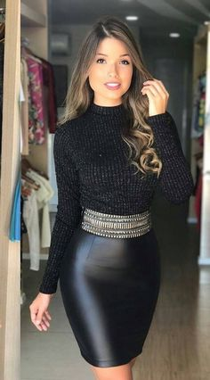 5 Dress Styles That Will Make You Look Thinner. While particular ladies wear products you see on the runway might look terrific on models, they might not look great on every woman. Look Fashion, Skirt Fashion, Fashion Dresses, Womens Fashion, Sexy Skirt, Dress Skirt, Tight Dresses, Sexy Dresses, Tight Skirts
