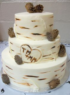 Perfect for a nature/outdoors themed wedding! Rustic Birch Tree Wedding Cake from PechePetite.com