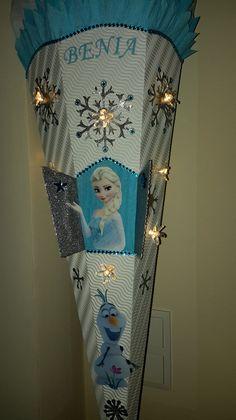 *beleuchtete Schultüte für alle Fans der Eiskönigin* Mit dieser ganz besonderen Schultüte wird die Einschulung ein unvergessliches Erlebnis. Für alle Mädchen die eine ganz besondere...