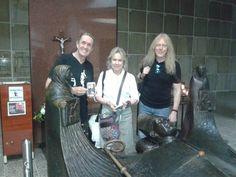 Iron Maiden lands in El Salvador and Nicko y Janick visit the crypt of San Romero, the most universal Salvadoran...