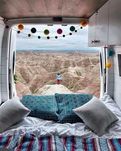 Seeing all thse people living in a van makes me wanna travel! I really need to step up my campervan game and start a DIY van build