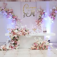 New wedding ceremony stage sweetheart table Ideas Trendy Wedding, Diy Wedding, Wedding Flowers, Dream Wedding, Decoration Table, Reception Decorations, Event Decor, Wedding Stage, Wedding Ceremony