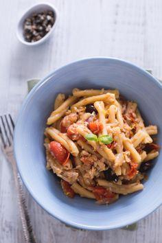 Pomodorini, capperi, alici e olive taggiasche... Sentirai che saporino questa #pasta con #pesce persico. (perch #fish pasta) #Giallozafferano #recipe #ricetta