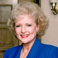 Betty White: The Mary Tyler Moore Show, THE GOLDEN GIRLS. I love, love this woman. Did you know she was the first woman in television to have creative control of her show? Hot in Cleveland isn't too bad, either. Robin, Beautiful People, Beautiful Women, Amazing People, Pretty People, Betty White, Star Wars, Famous Women, Famous People