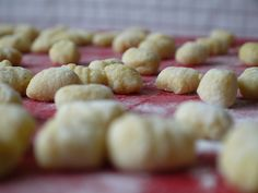 Domácí gnocchi Gnocchi, Cereal, Cookies, Breakfast, Desserts, Food, Crack Crackers, Morning Coffee, Tailgate Desserts