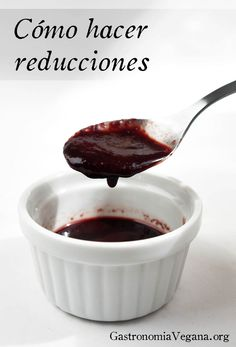 Reducción de vino tinto Salada Light, Kitchen Recipes, Cooking Recipes, Salsa Dulce, Le Diner, Eating Organic, Savoury Dishes, Chutney, Organic Recipes