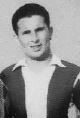 José Manuel Coelho de Barros nasceu no dia 24 de Novembro de 1927 em Fafe. Avançado de grande qualidade, ingressou no Futebol Clube do Porto na temporada de 1950/51. Com a camisola dos Dragões jogou durante três temporadas e apesar de não ter festejado nenhum título, viveu grandes momentos.  O primeiro no dia 14 de Janeiro de 1951 quando o F.C. Porto foi a Lisboa vencer o S.L. Benfica por 2-0, com os golos a serem apontados por Monteiro da Costa. Ainda nessa temporada mais uma grande vitória…