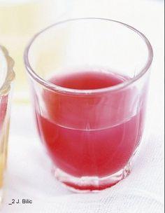Jus carotte framboise // 6 carottes - 1 barquette de framboises - 2 pommes - 1 pamplemousse rose    Difficulté : Facile  Temps total : 5 mn    Passez à la centrifugeuse 6 carottes brossées sous l'eau froide, 1 barquette de framboises, 2 pommes juteuses, puis ajoutez le jus d'1 pamplemousse rose, pour un cocktail bonne mine.