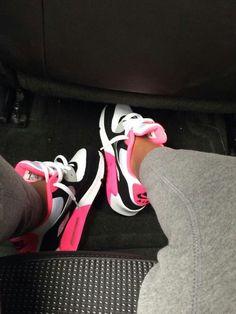 Nike shoes Nike roshe Nike Air Max Nike free run Nike USD. Nike Nike Nike love love love~~~want want want! Nike Free Run, Nike Free Shoes, Nike Shoes Outlet, Zapatillas Nike Huarache, Air Huarache, Sneaker Diy, Cute Shoes, Me Too Shoes, Herren Outfit