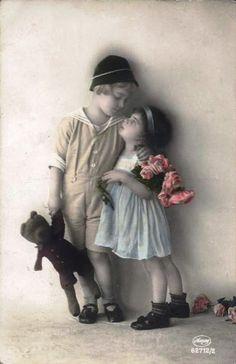 Vintage-Postcard-Little-Boy-and-Girl-with-Teddy-Bear.jpg 487×753 pixels