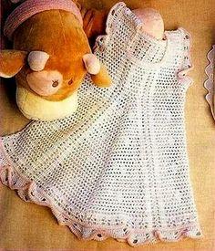 vestido branco e rosa gracioso bebê em croche com receita
