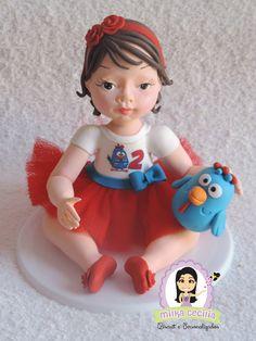 Topo de bolo em biscuit, feito com as características da criança: Cabelo, cor dos olhos, roupa.
