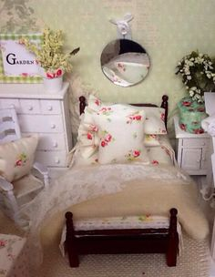 English Country Miniature Bed And Bedding 1:12 Scale Dollhouse