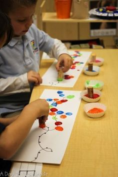 christmas activities for kids crafts Activities to practice patterns in your kindergarten classroom Kids Crafts, Toddler Crafts, Preschool Crafts, Classroom Crafts, Preschool Winter, Hand Crafts, Classroom Ideas, Kindergarten Art, Kindergarten Christmas Crafts