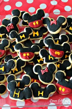 Throw a party inspired by the Happiest Place on Earth with these Disneyland Food Ideas! Mickey Birthday, 3rd Birthday, Birthday Parties, Walt Disney Land, Mouse Parties, Disney Parties, Epic Kids, Disneyland Food, Throw A Party