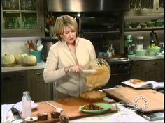 Martha Stewart's daughter Alexis adapted this recipe from Sylvia's Restaurant in Harlem to create the perfect, but not *too* sweet, sweet potato pie. Harlem Restaurants, B Food, Pie Pops, Pie Crumble, Martha Stewart Crafts, Potato Pie, Sweet Pie, Sweet Potato Recipes, Homemade Ice Cream