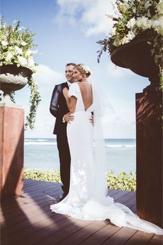 Elegant, tropical wedding ceremony  | Carly Brown Photography and Moana Events | | Tips and advice for elopements | see more on: http://www.modernelopement.com/