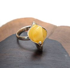 Beautiful, genuine Baltic (Butter) Amber ( 40 million years old ) and Sterling Silver. Amber Ring, Amber Jewelry, Unique Jewelry, Jewelry Ideas, Yellow Rings, Everyday Rings, Diy Jewelry Making, Heart Ring, Fashion Jewelry