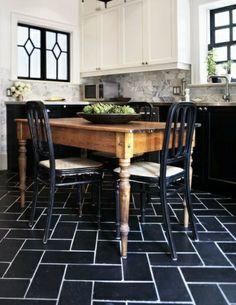Black tiled floor in a herringbone patter | jebiga | #floor #pattern #homedecor #black #jebiga