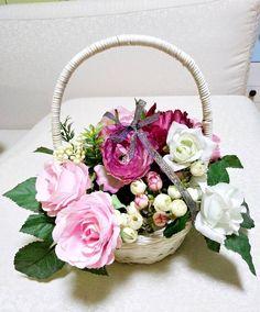 """좋아요 21개, 댓글 1개 - Instagram의 이보경(@penyluna5)님: """"#조화장식데코 #선물#바구니 #꽃바구니 #はな#flowerbasket #pretty #decorated#사탕부케 #화이트데이"""""""