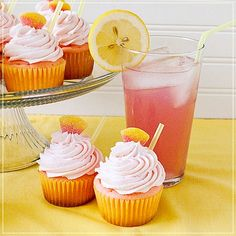 {Saturday's Sweet} Pink Lemonade Cupcakes