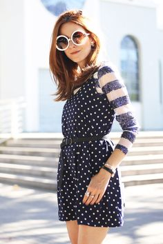 I love to mix polka dots and stripes, is a classic combination! Today's outfit also mix different textures with a sheer top and sequined details.