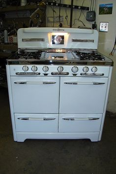 Antique stove-perfection! I would love a restored antique stove!