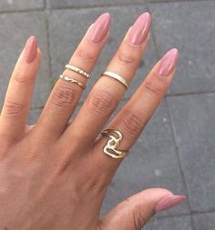 Beautiful pinky nude nails & gold rings