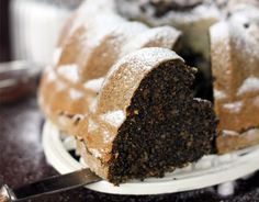 Šťavnatá bezlepková bábovka s makom a orechmi | Urob si sám Healthy Cake, Healthy Cookies, Pavlova, Sweet Desserts, Beautiful Cakes, Deserts, Food And Drink, Low Carb, Gluten Free