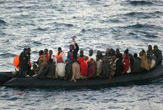 Rescatadas once personas en la costa de Tarifa que trataban de cruzar el Estrecho a bordo de una hinchable