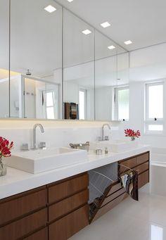 Integração e renovação: Banheiro por Lore Arquitetura