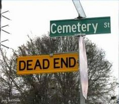 The corner of Cemetery & Dead End! ~ I didn't take this picture but there is a road near me that is similar. I live in a rural community, I don't think the locals see the humor in this . Funny Cute, The Funny, Crazy Funny, Funny Road Signs, Funny Jokes, Hilarious, Dad Jokes, Post Mortem, Dead Ends