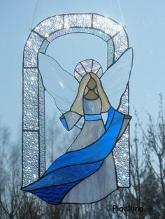 Angel stained glass made by Piaeliina
