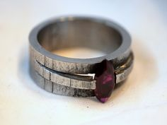 Iron and Ruby Ring - Dauvit Alexander – Tension fit. Stone Jewelry, Jewelry Art, Jewelry Rings, Jewelry Accessories, Jewelry Design, Viking Jewelry, Vintage Jewellery, Antique Jewelry, Contemporary Jewellery