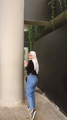 Casual Hijab Outfit, Ootd Hijab, Casual Outfits, Modern Hijab Fashion, Street Hijab Fashion, Ootd Poses, Muslim Hijab, Muslim Girls, Hijab Ideas