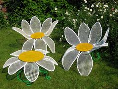 What a fabulous idea for a sun room or garden - daisies flower chairs & table!  So fun, unique, funky and super creative!