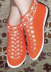 Photo from album Crochet Sandals, Booties Crochet, Crochet Slippers, Crochet Designs, Shoe Pattern, Basic Crochet Stitches, Slipper Socks, Doll Shoes, Socks