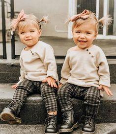 Resultado de imagen para taytum and oakley Stylish Kids Fashion, Toddler Fashion, Cheap Fashion, Latest Fashion, Fashion Trends, Twin Girls Outfits, Toddler Outfits, Baby Outfits, Cute Twins