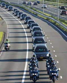 Bringing home the victims of Netherlands Country, Kingdom Of The Netherlands, Holland, Lest We Forget, Don't Forget, Going Dutch, Big Country, My Big Love, Iconic Photos