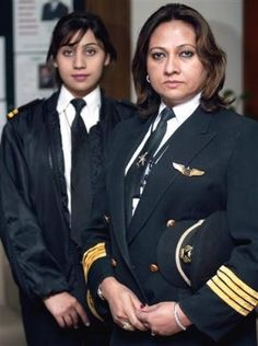 Captain Ayesha Rabia Naveed is the first female pilot of Pakistan International Airlines. On October she became the first female captain in the history of Pakistan when she had been with PIA for 15 years and had over 6000 flying hours behind her. Pakistan International Airlines, Iran Air, History Of Pakistan, Pilot Uniform, Islam Women, Female Pilot, Pakistan Army, Military Women, Helicopters