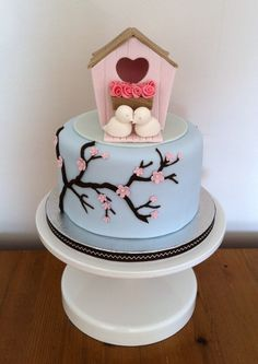 use bird house and welcome home banner on top of cake for housewarming cake. have fondant writing where birds are instead saying happy house warming.
